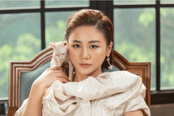 Nữ ca sĩ Văn Mai Hương