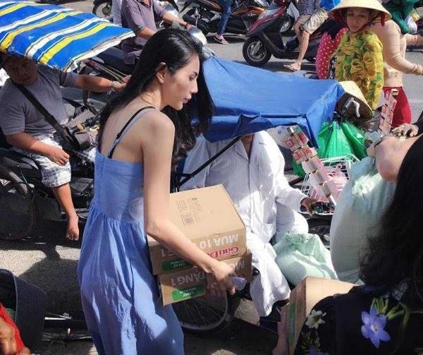 Thủy Tiên tham gia rất nhiều hoạt động từ thiện
