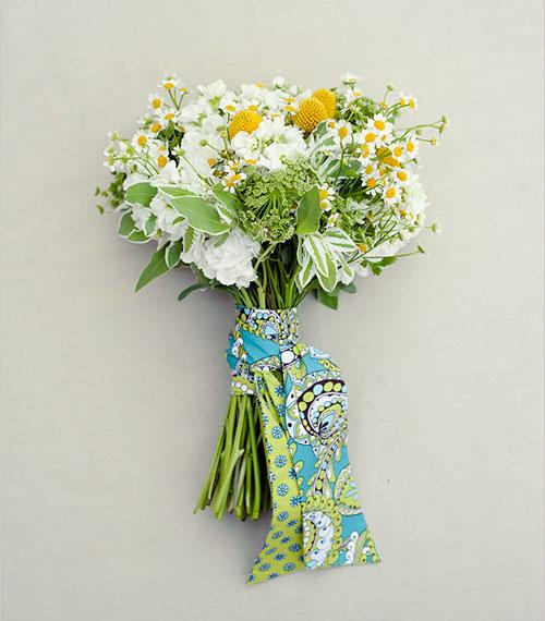 mau hoa cuoi cam tay 7465236652
