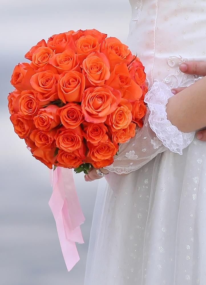 hoa cuoi cam tay 586412